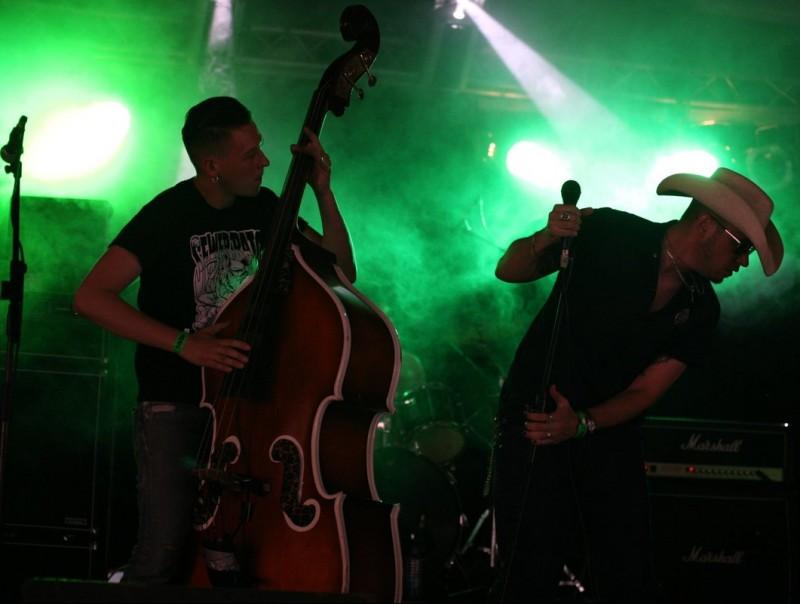 Actuació d'una edició anterior del Psychobilly Festival a Pineda de Mar. EL PUNT