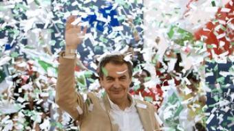 Zapatero a Sevilla, on va viatjar amb un avio militar.  EFE