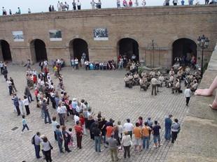 El museu militar de Montjuïc va tancar ahir amb una jornada de portes obertes.  EVA GARCIA