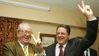 Jean Marie Le Pen del Front National, amb Nick Griffin, lider del British National Party./  EFE