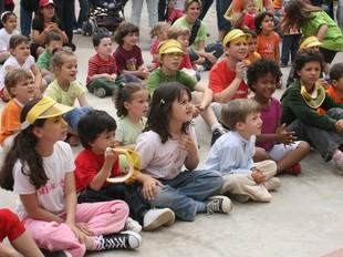 La canalla va participar d'una activitat infantil relacionada amb el medi ambient. E.M