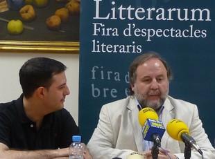 Albert Pujol i Xavier Vega, al centre de la imatge, durant la presentació de la fira ahir.  R.R