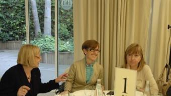 Badia, ahir, a la taula amb Serna i De Madre. /  P.F. / ACN
