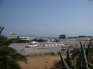 Els aparcaments s'estan construint al costat de l'Aki.  E.F
