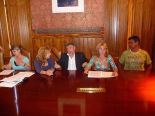 El govern local va oferir una roda de premsa amb els representants de l'AMPA, dimecres.  M.L