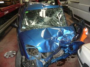 Estat en el que va quedar un dels turismes involucrats en l'accident de dissabte a Quart.  Ò. PINILLA