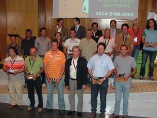 Foto de família de tots els guanyadors després de l'acte d'entrega dels diferents premis Vaca d'Or que organitza FEFRIC, a Vic.