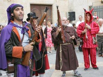Un grup de trabucaires amb les armes carregades.  M. MARTÍNEZ