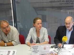 Salvador Carbó, Sònia Carbó (regidora de Cultura d'Horta) i Elies Gaston, president del Centre Picasso, ahir a Tortosa.  R.R