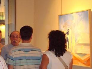 Parramon, al centre, a l'exposició de Barcelona.  EL PUNT