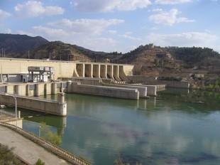 El llac artificial que crea la presa de Riba-roja és el responsable de la desaparició de pobles com Mequinensa o Faió.  EL PUNT