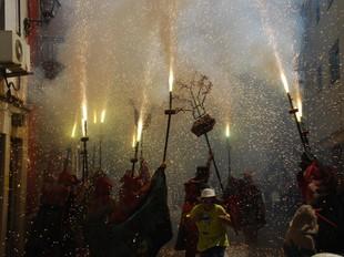 Imatge dels diables a la festa major de Sant Pere de Ribes.  MIRIAM DEL AMO