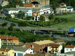 El pas de l'AP-7 pel terme municipal de Sant Julià de Ramis.  MANEL LLADÓ
