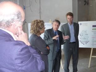 Geli va visitar les obres del nou hospital de dia de Tortosa. A la dreta, el dispensari de Tivissa que s'inaugura avui. G.M