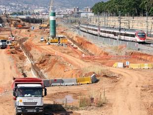 Obres del corredor ferroviari iniciades a la zona on s'ha de construir l'estació de la Sagrera.  LUIS ALBERTO VILLALBA