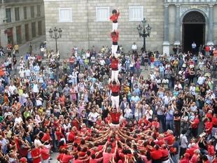 Pilar de sis descarregat dissabte passat pels Castellers de Barcelona.  E.P