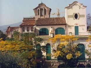 A dalt, La Bombonera a la Garriga i el Safareig de la Portalera a Caldes. A sota, el Montseny i el Circuit.  THERMÀLIA/ EL PUNT
