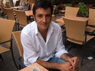 Raph Dumas, a la terrassa d'un cafè del centre de Perpinyà.  L.B