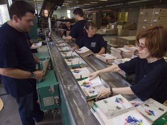 Treballadors de la planta que el grup TEB té a Sant Andreu de Palomar, on treballen unes 200 persones.  GABRIEL MASSANA