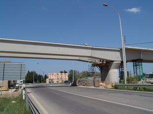 El viaducte que travessa la N-II, al Pont del Príncep, ja té l'estructura completada.  J.P