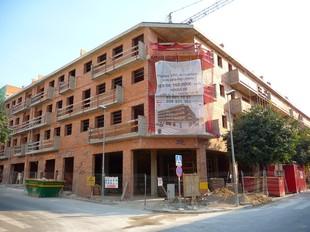 La promoció de pisos de Ribes, que no es llogaran, es troba al carrer Carles Bohigas.  M.L