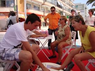 Proves d'osteoporosi realitzades a l'envelat de la plaça Colom. /  ARXIU