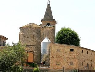 Una imatge d'una granja a tocar del nucli de Llampaies, a l'Alt Empordà.  MANEL LLADÓ