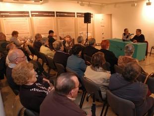 Una de les primeres reunions que van fer els afectats per l'asbestosi a Cerdanyola del Vallès.  ORIOL DURAN