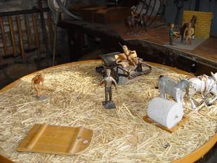 Miniatura d'una era realitzant els treballs de la trilla, presentada en edicions anteriors.