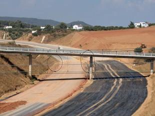 El tram més avançat del quart cinturó i l'ampliació lateral de la C-58 per a construir els nous carrils.  O. DURAN / G. MASSANA