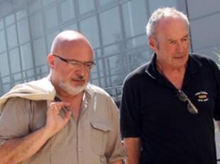 El conseller de la Generalitat, Josep Huguet conversant a Prada amb Jordi Taurinyà, un dels principals impulsors de la ruta de l'Abat Oliba al Conflent. /  ACN