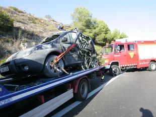 El cotxe on viatjava el nen que va morir en l'accident. /  M. MARTÍNEZ