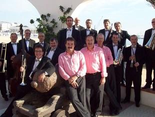 La cobla orquestra Montgrins i el grup d'havaneres Port Bo.