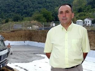L'alcalde, en un dels espais emblemàtics del poble.  E.PICAS
