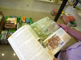 Imatge d'un llibre de text d'aquest curs, en una llibreria de Girona.  EUDALD PICAS