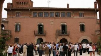 La prèvia de la festa va aplegar unes 600 persones ahir al vespre, al castell de Can Feu.  E.A