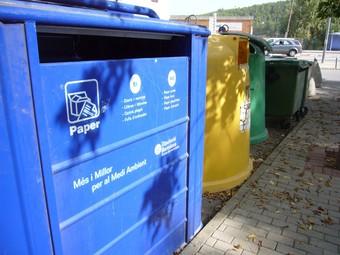 Contenidors per fer una recollida selectiva dels residus urbans. /  ARXIU