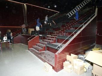 El nou teatre, ahir, mentre els operaris ultimaven les obres.  JUDIT FERNÀNDEZ