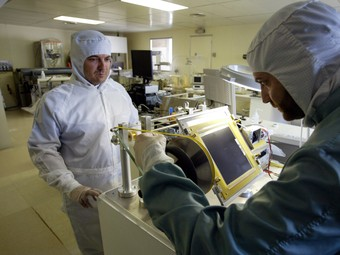 Imatge d'arxiu dels laboratoris de física de la UAB, pioners en investigació i recerca.  EL PUNT