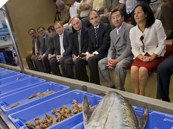 El president Camps la data de la inauguració de la Llotja del Peix de Gandia. /  ARXIU