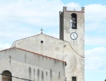 Una imatge feta des de l'ajuntament on es veu la plaça i el carrer major. A.V