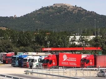 Una imatge d'arxiu d'una de les gasolineres de la Jonquera, amb camions aparcats.  LL.S