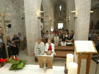 Un moment de la celebració de la missa que es va fer ahir a l'església dels Sants Metges presidida pel bisbe de Girona. EUDALD PICAS