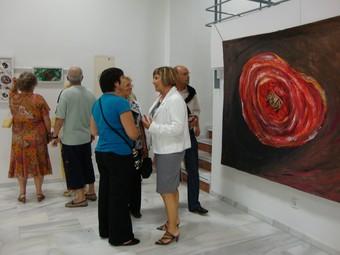 Acte d'obertura de l'exposició de Suzy Bayle a la casa de cultura de Calp. /  CEDIDA