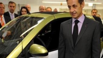 El president francès, Nicolas Sarkozy amb el president de Daimler, Dieter Zetsche. EFE