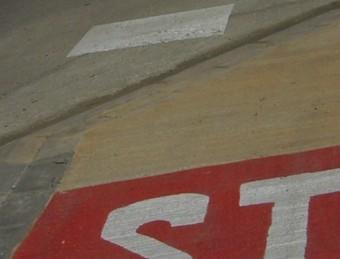 Una de les cruïlles del tram urbà del carril bici entre Porqueres i Camós. R. E