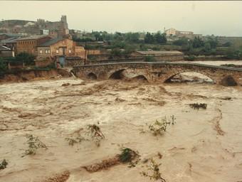 El Francolí feia por a l'alçada de Montblanc, però el Pont Vell va aguantar.  ARXIU COMARCAL