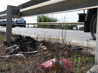 Restes dels vehicles implicats al lloc de l'accident. /  ACN