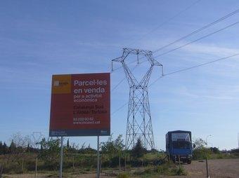 Una línia elèctrica de molt alta tensió travessa el Catalunya Sud però el polígon té problemes de subministrament elèctric. L.M