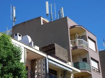 Les tres antenes en les que s'ha ampliat les instal·lacions es troben al carrer Cid Campeador de les Roquetes./  M.L